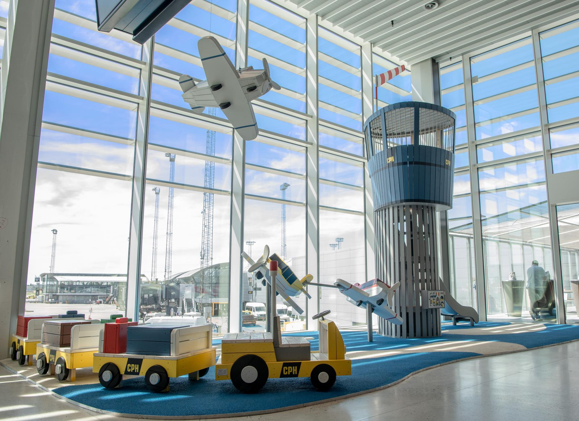 Copenhagen airport playground monstrum